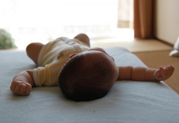 赤ちゃんがいるところにジョイントマットを敷きましょう