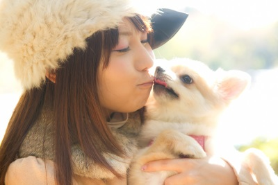 ペットを大切にする女性
